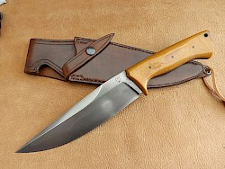 Hunting and camping knives with a distinct edge